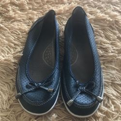 Leather shoes for a girl size 34!