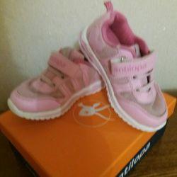 Kızlar için spor ayakkabısı