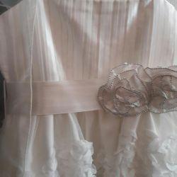 πανέμορφο φόρεμα