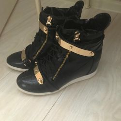 Sneakers on a wedge, size 40