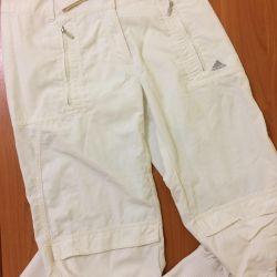 Pantalonii tăiați adidas