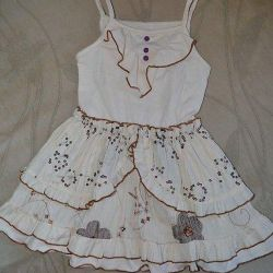 4-5 yaş arası bir kız için sevimli elbise