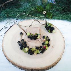 Berry bracelet, pendant and earrings. Handwork