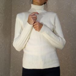 White base sweater