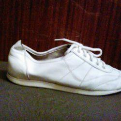 beyaz deri spor ayakkabı