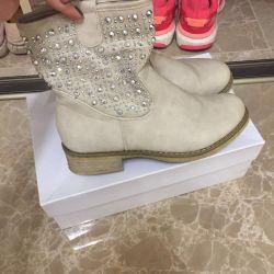 черевики чоботи