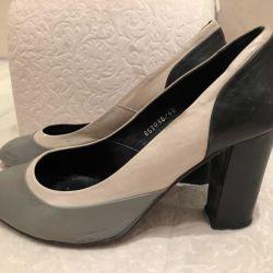 Kapalı bir burun ile yastıklı ayakkabılar Carlo Pazolini