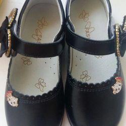 Kız 29 için yeni ayakkabılar
