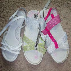 Нові шкіряні сандалі для вашої принцеси