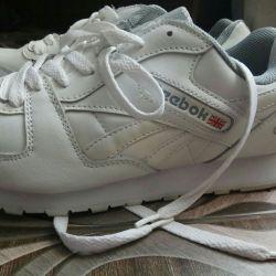 Λευκά πάνινα παπούτσια νέων ανδρών