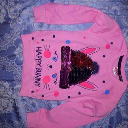 Sweatshirt for a girl of 3 years