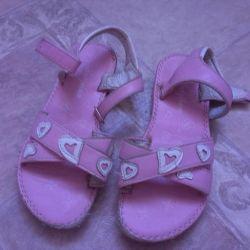 sandals p 32