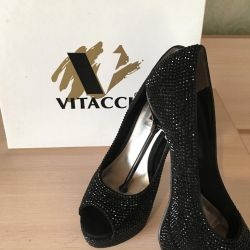 Chic shoes used