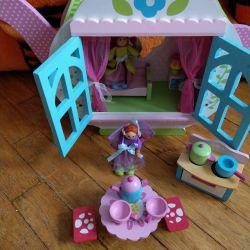 Будиночок з лялечками і меблями