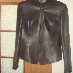 Новая куртка кожаная с выточкой