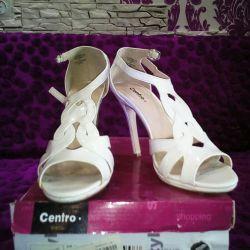 Туфлі, босоніжки жіночі