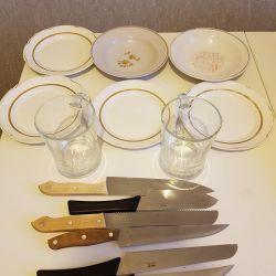 Plates, beer mugs, knives
