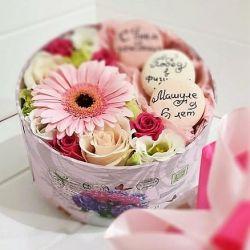 bir kutu içinde çiçek