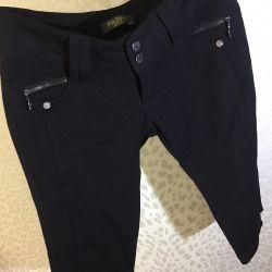 Okul pantolonları ve etekleri