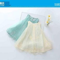 Kızlar için yeni elbiseler