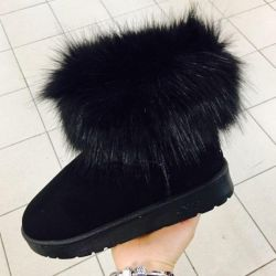 uggs available 37,40