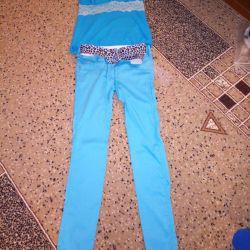 pantaloni, curea si tricou in ton