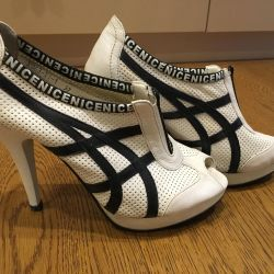 Shoes with open spout 37/38 p