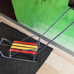 Sled with removable handle