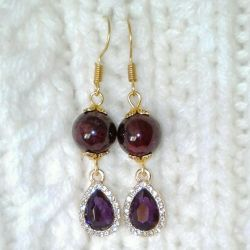 Earrings with natural garnet.
