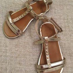Sandals Zara on the girl r. 24
