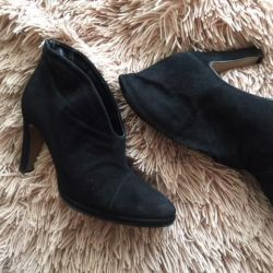 Ankle boots used suede.