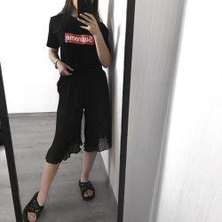 Shortened lightweight pleated capri pants