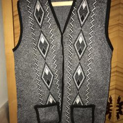 The vest is female and male. Size 50-52 (54-?)