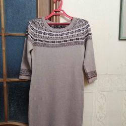Πλεκτό φόρεμα με στολίδι