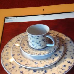 Set: 3 plates and a cup