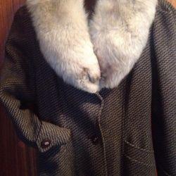 Dökümlü mont Arctic fox ile izole edilmiş,