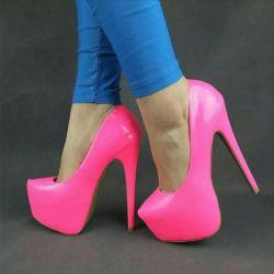 Pantofi de sex feminin roz. Călcâi înalt.