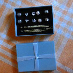 Set of earrings (no bargaining)