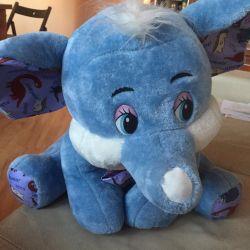 Новая игрушка слон