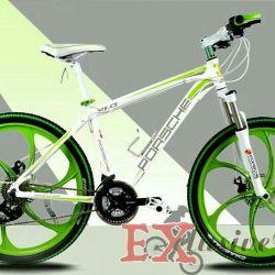 Açık yeşil döküm tekerlekler üzerinde beyaz Porsche bisiklet