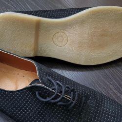 Yazlık ayakkabılar, ayakkabı satma