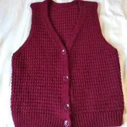 The vest is knitted.