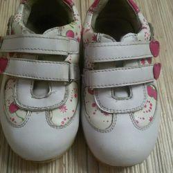 μέγεθος παπουτσιών 22