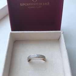 Ring with cubic Zirkonia