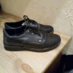 2 пары кожаной обуви для мальчика