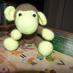 Tricotat girafa de maimuță