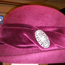 Hat, burgundy (no bargaining)