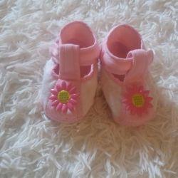 Patik - bebek arabasındaki ayakkabı