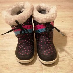 Winter boots for the girl