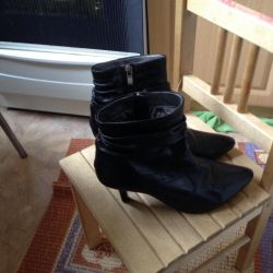 Boots genuine leather is very soft. 38 size